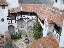 dracula-bran-castle-interior-court-i